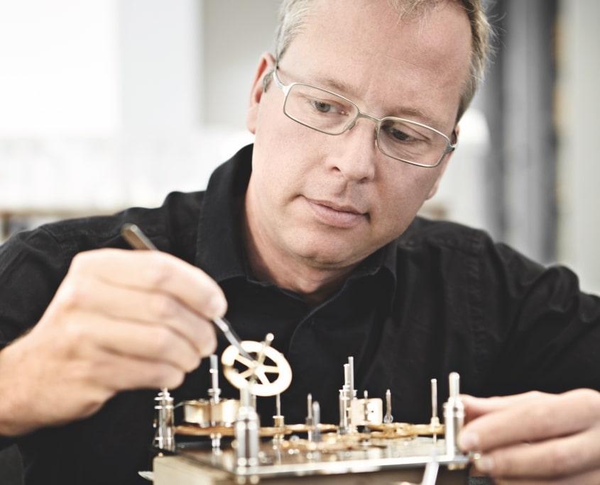 Uhrwerk reparieren